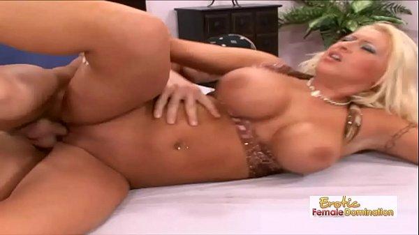 Peituda casada traindo marido em filme porno