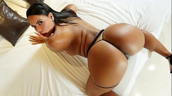 Sexo carioca com essa morena cuzuda top