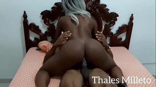 Negra baixinha gostosa no sexo caseiro quente