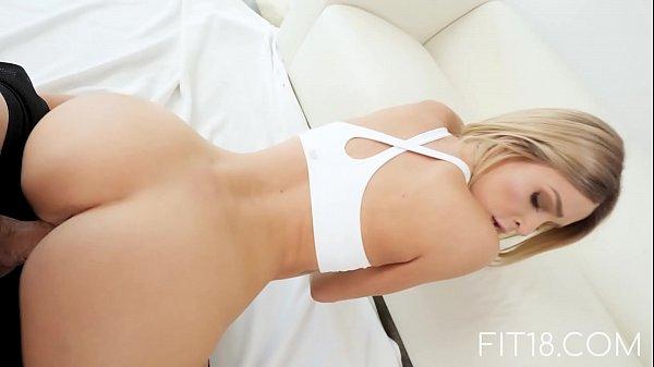 Sexo xxx caseiro com novinha baixinha e safada
