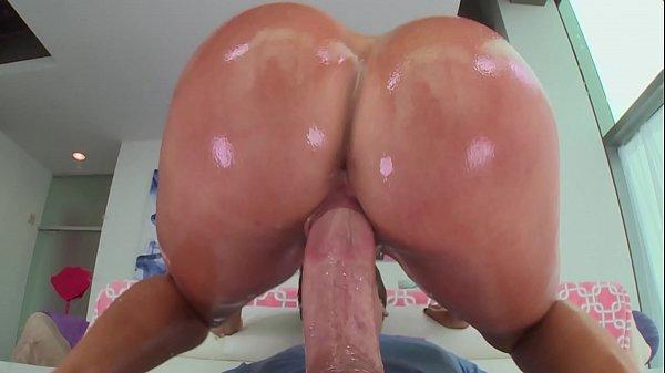 Porno xxx com morena rabuda e peituda fudendo
