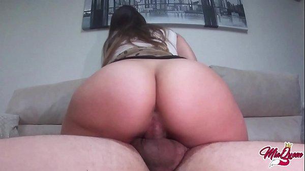 Sexo caseiro com loira rabuda cavalgando na pica
