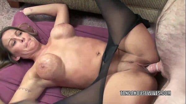 Sexo em casa com esposa peituda deliciosa