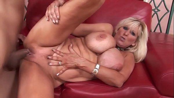 Filme de sexo com coroa super peituda
