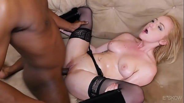 Pornhub loira nua dando a bucetona rosada